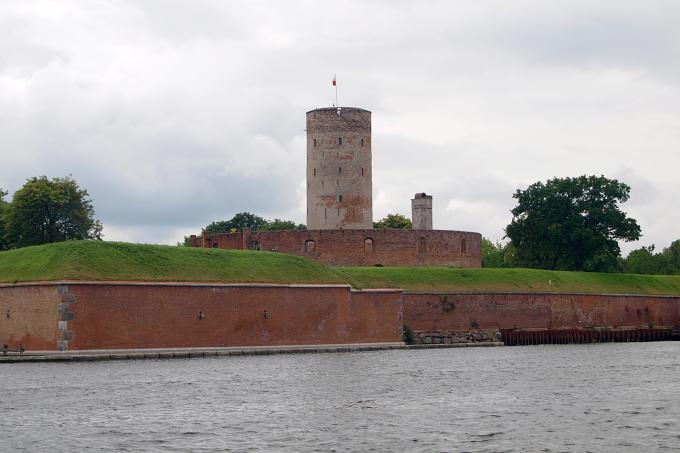 Plavba kolem Gdaňska - pevnost v ústí Visly